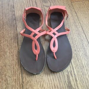 🌼forever21 salmon colored sandals🌼